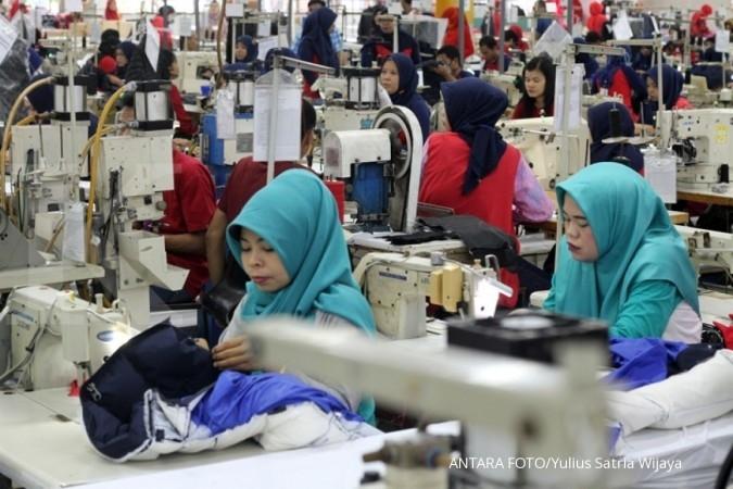POLY ARGO Terhimpit impor, produsen TPT terapkan pengurangan produksi hingga diversifikasi