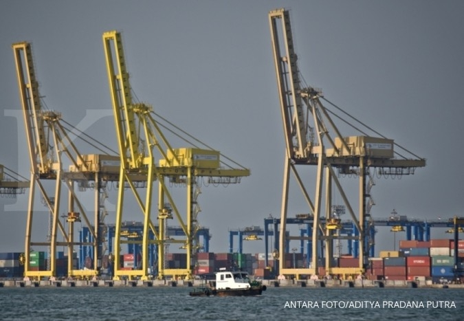 POLL POLL-Indonesia's trade deficit seen shrinking, though imports still high