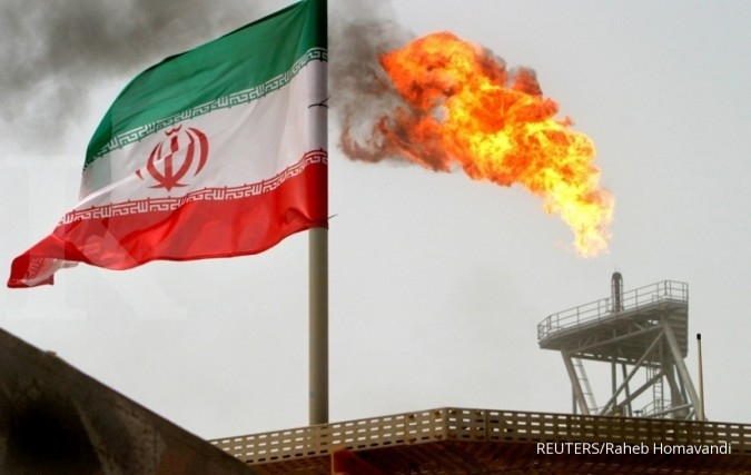 Oil Minister Zanganeh says hopeful Iran's oil exports will improve