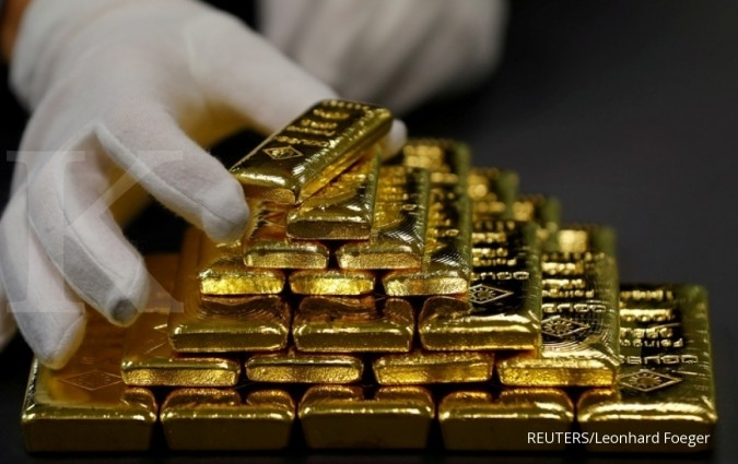 Gold rises 1% on safe-haven appeal but set for weekly drop