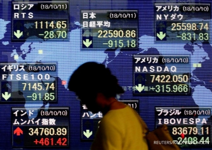Asian shares edge up to 3-month high, dollar marks time before Fed