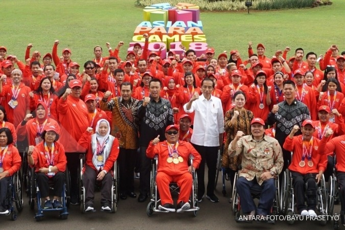 Jokowi hands out cash bonuses to Asian Para Games medalists