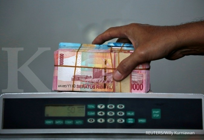 The rupiah is still below the level of Rp 15,000