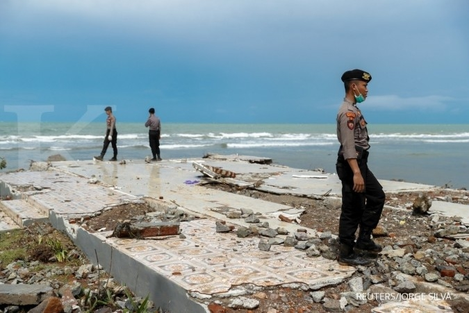 BMKG urges residents to stay clear of beaches until Wednesday