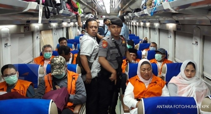 Malang 'collective graft' suspects sent to Surabaya by train