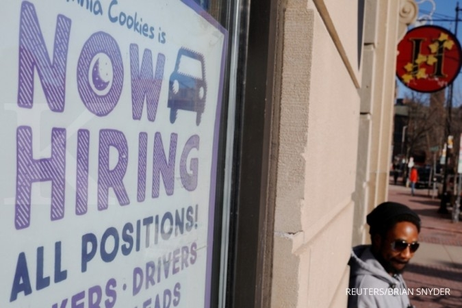 U.S. labor market strong; inflation pressures benign