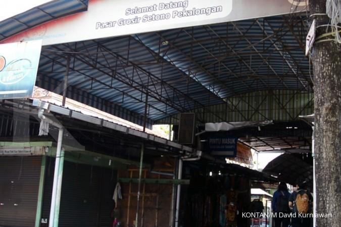 Pasar grosir Setono di Pekalongan, Jawa Tengah saat liputan Jelajah Ekonomi KONTAN Tol Trans Jawa