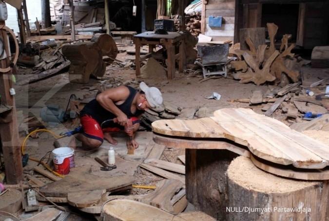 Pengrajin Kayu Jati di Ngawi Jawa Timur. Jelajah Ekonomi Kontan Tol Trans-Jawa