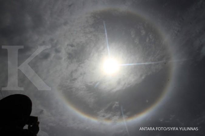 Gerhana matahari cincin hingga Komet Lemmon, ini f