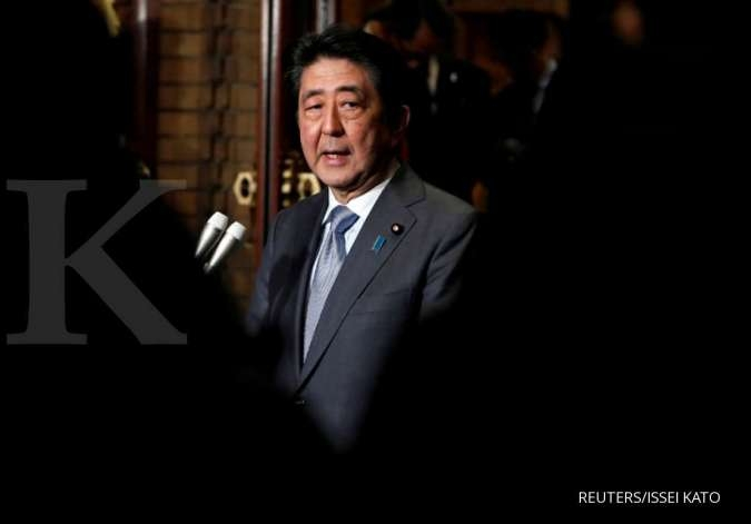 Japan's Abe tells cabinet to compile stimulus package to support economy