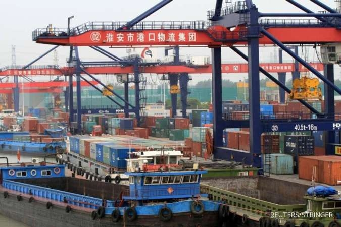 China July exports surprise, rise 3.3%; imports fall 5.6%