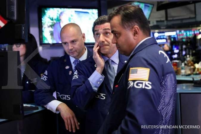 US STOCKS-Wall St sinks as hopes fade for rate cuts, trade progress