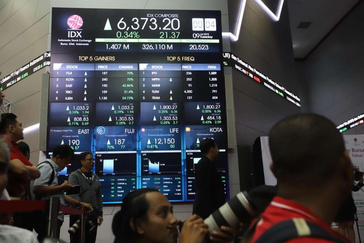 Pencatatan perdana saham empat emiten BEI
