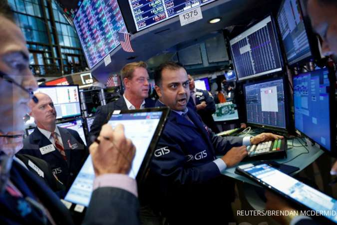 Tech stocks boost Wall St as reports bolster hopes of trade deal