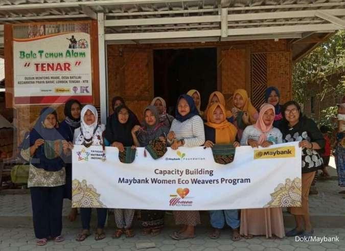 Maybank Laksanakan Program Training Pengembangan Produk Tenun di Empat Wilayah Indonesia