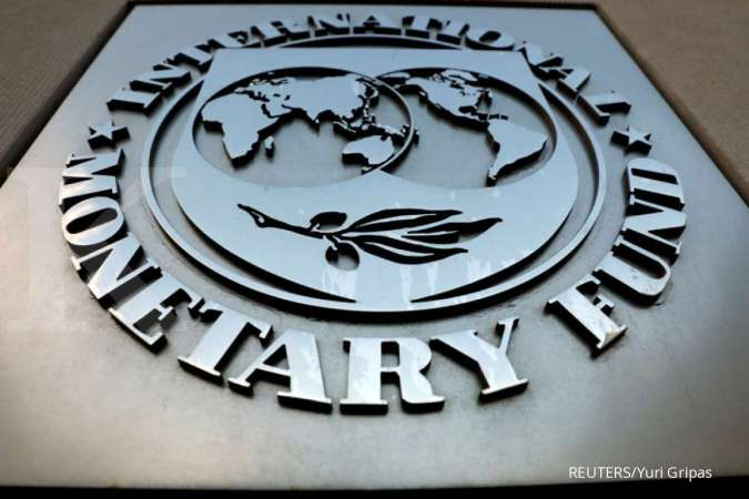 FILE PHOTO: The International Monetary Fund (IMF) logo is seen outside the headquarters building in Washington, U.S.,September 4, 2018. REUTERS/Yuri Gripas/File Photo