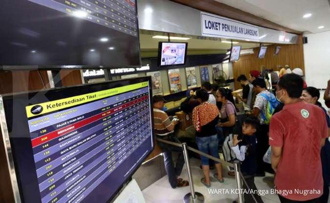 Akibat banjir, keberangkatan kereta api tujuan Jawa Tengah dan Jawa Timur terlambat