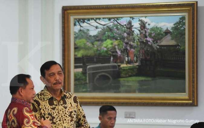 Ilustrasi Menko Kemaritiman dan Investasi Luhut Pandjaitan (kanan) berbincang dengan Mendagri Tito Karnavian (kiri)