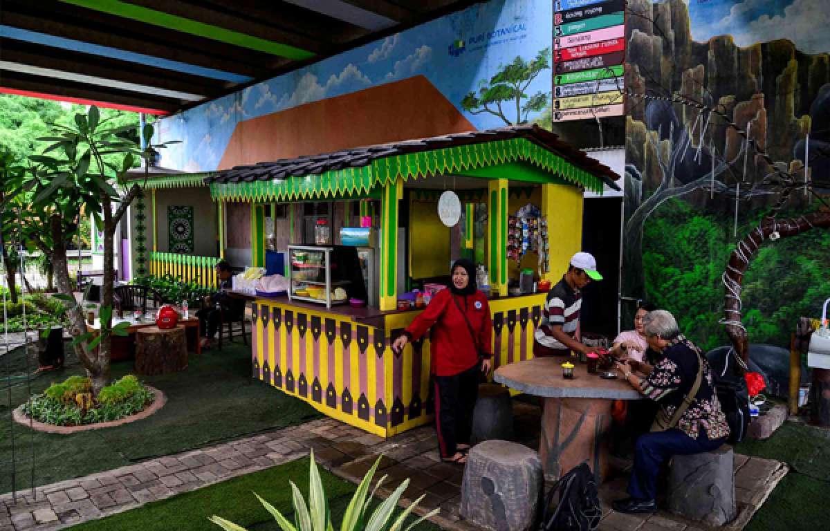 Taman Betawi di kolong tol