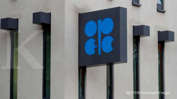 OPEC says coronavirus to trim 2020 oil demand, weighs output cut