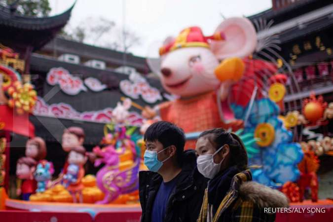Stores and factories in China will remain shut after extended holiday