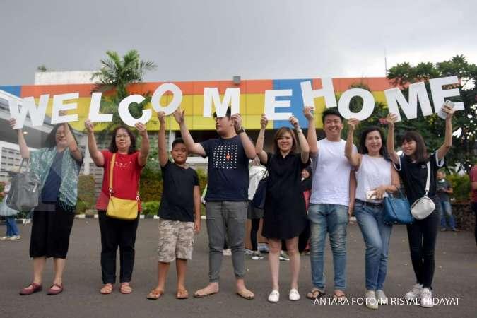 Sebanyak 62 mahasiswa yang diobservasi di Natuna tiba di Surabaya