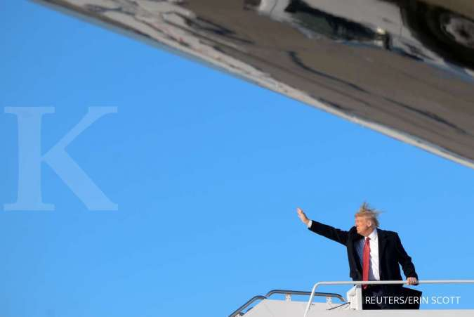 U.S. President Donald Trump boards Air Force One as they depart Washington for travel to Florida at Joint Base Andrews in Maryland, U.S., February 14, 2020. REUTERS/Erin Scott TPX IMAGES OF THE DAY