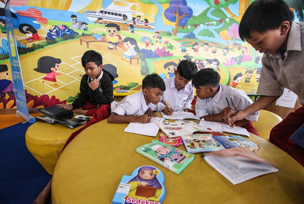 Minat baca anak di perpustakaan