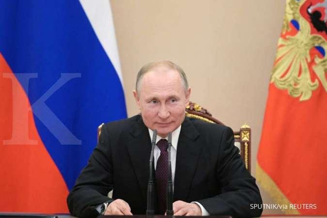 Begini cara Putin memproteksi dirinya dari kemungkinan terinfeksi covid-19