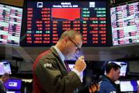 Wall Street anjlok, Dow Jones melorot hampir 13% akibat pemangkasan bunga The Fed