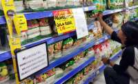 Indonesia rations purchases of staples, eyes fuel price cuts