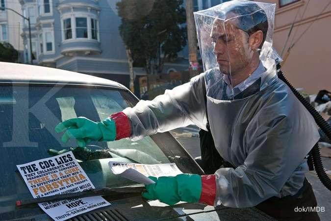 Jude Law dalam foto adegan di film Contagion tahun 2011.
