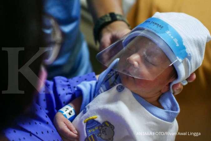 4 Cara mengatasi perut kembung pada bayi terbaik yang bisa Anda coba