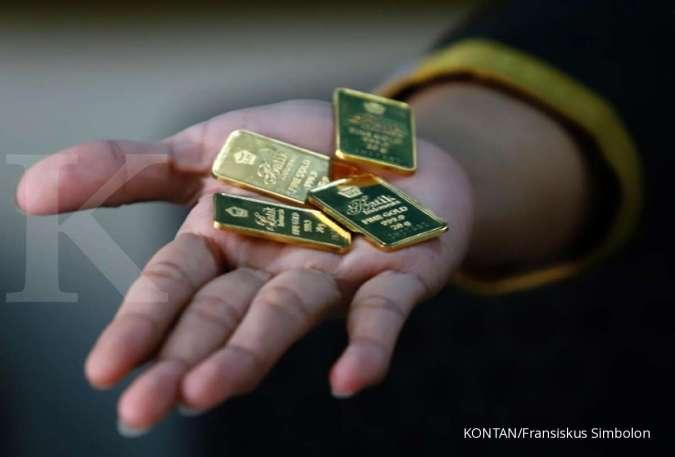 Harga emas hari ini (27/11) di Butik Emas Antam turun Rp 2.000 per gram
