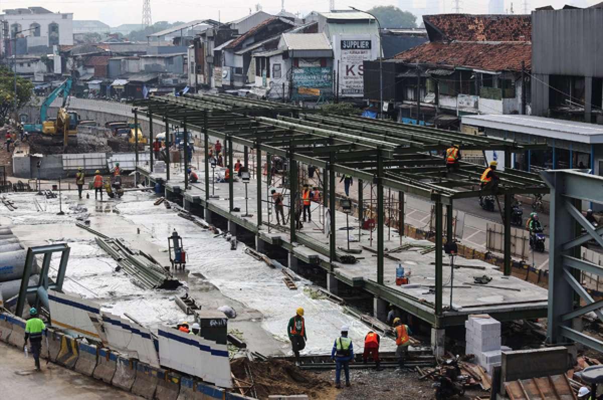Pembangunan halte Transjakarta