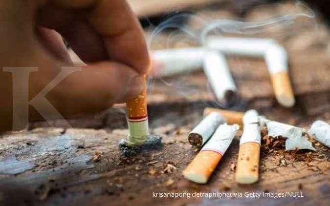 Kebiasaan merokok jadi salah satu penyebab menstruasi tidak lancar.