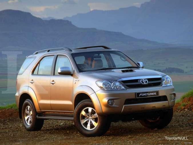 Sudah turun! Harga mobil bekas Toyota Fortuner tahun segini kini mulai Rp 110 juta