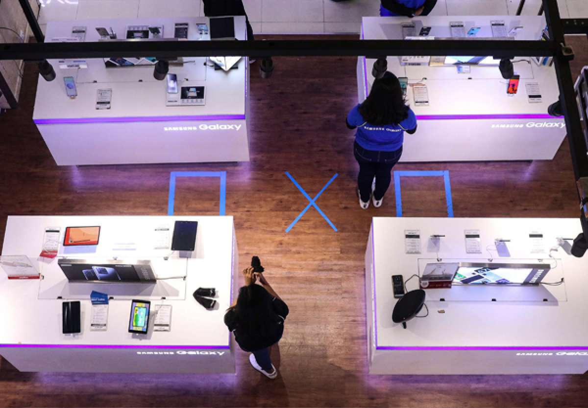 Penjualan ponsel menurun