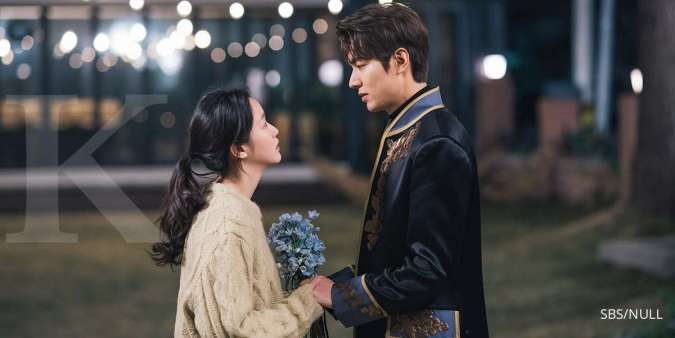 Kim Go Eun bersama Lee Min Ho di drama Korea The King: Eternal Monarch.