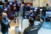 Wall Street masih merangkak naik meski belum ada keputusan stimulus AS
