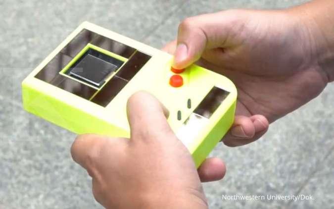 Keren! Konsol Game Boy ini bisa nyala tanpa batera