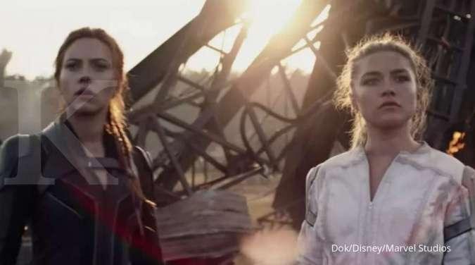 Scarlett Johansson dan Florence Pugh dalam film Black Widow.