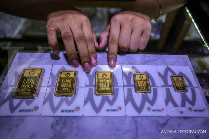 Harga emas hari ini (25/11) di Butik Emas Antam turun Rp 8.000 per gram