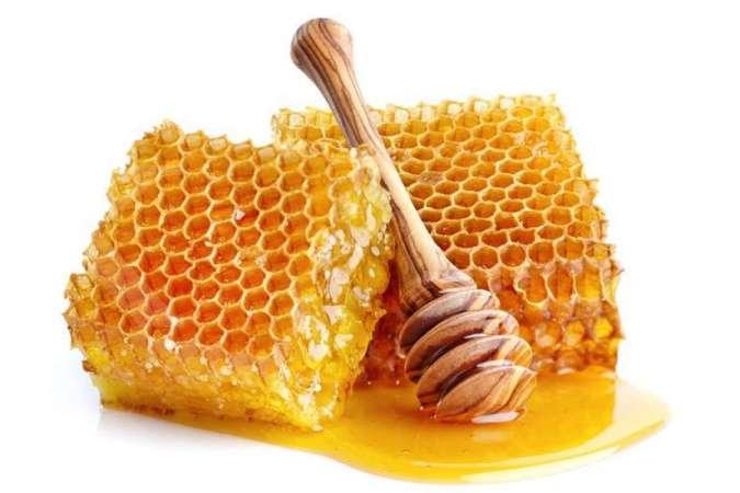 Salah satu cara menghilangkan jerawat dan bekasnya adalah dengan memakai madu.