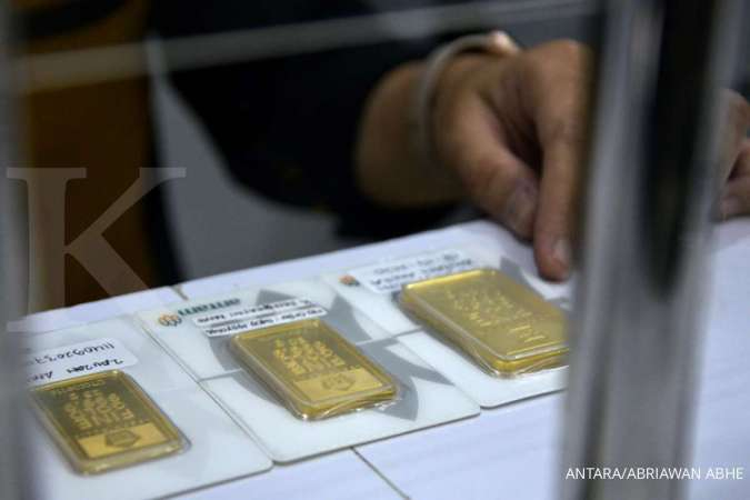 Turun Rp 2.000, harga emas Antam hari ini ada level Rp 952.000 per gram, Senin (11/1)