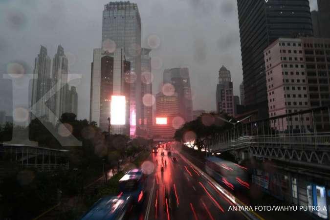 Cuaca besok di Jabodetabek hujan merata, waspada petir dan angin kencang