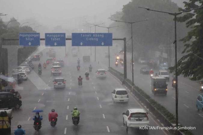 Cuaca besok di Jabodetabek sebagian hujan ringan, tetap waspada petir