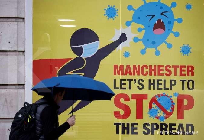 Warga mengenakan masker di Manchester