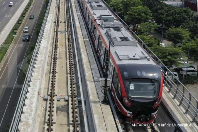 Kereta api ringan (LRT) berada di lintasan LRT Jabodebek Cawang-Cibubur di Cibubur, Jakarta, Kamis (29/10/2020).