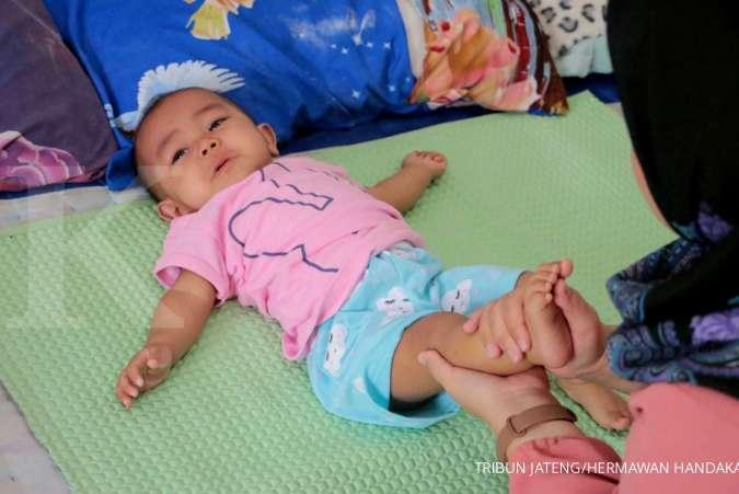 Bayi susah buang air besar? Bisa diatasi dengan 4 cara ini